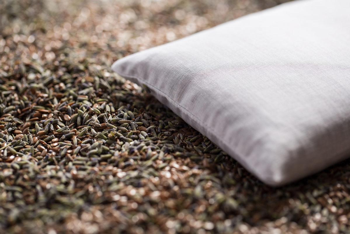 Cuscino batista lavanda semi di lino bio